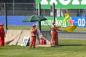 Marshals wave double yellow flags