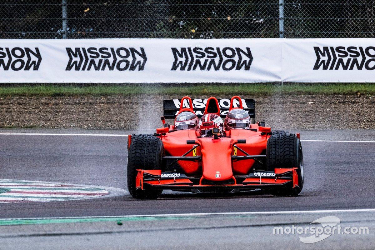 Charles Leclerc, Scuderia Ferrari, in pista con la Ferrari F1 3-Seater, con Franco Nugnes, Direttore di Motorsport.com Italia e Roberto Chinchero, giornalista di Motorsport.com Italia e Sky SportF1