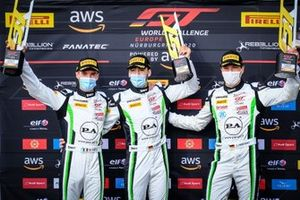 Il vincitore della gara #54 Dinamic Motorsport Porsche 911 GT3-R: Sven Müller, Matteo Cairoli, Christian Engelhart