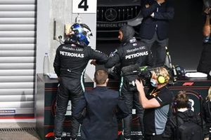 Valtteri Bottas, Mercedes-AMG F1 and Poile Sitter Lewis Hamilton, Mercedes-AMG F1 celebrate in Parc Ferme