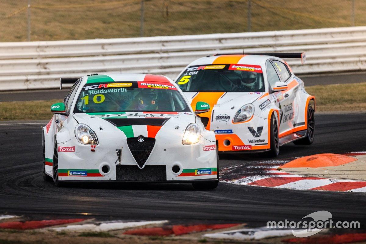 Lee Holdsworth, Ash Seward Motorsport, Alfa Romeo Giulietta Veloce TCR