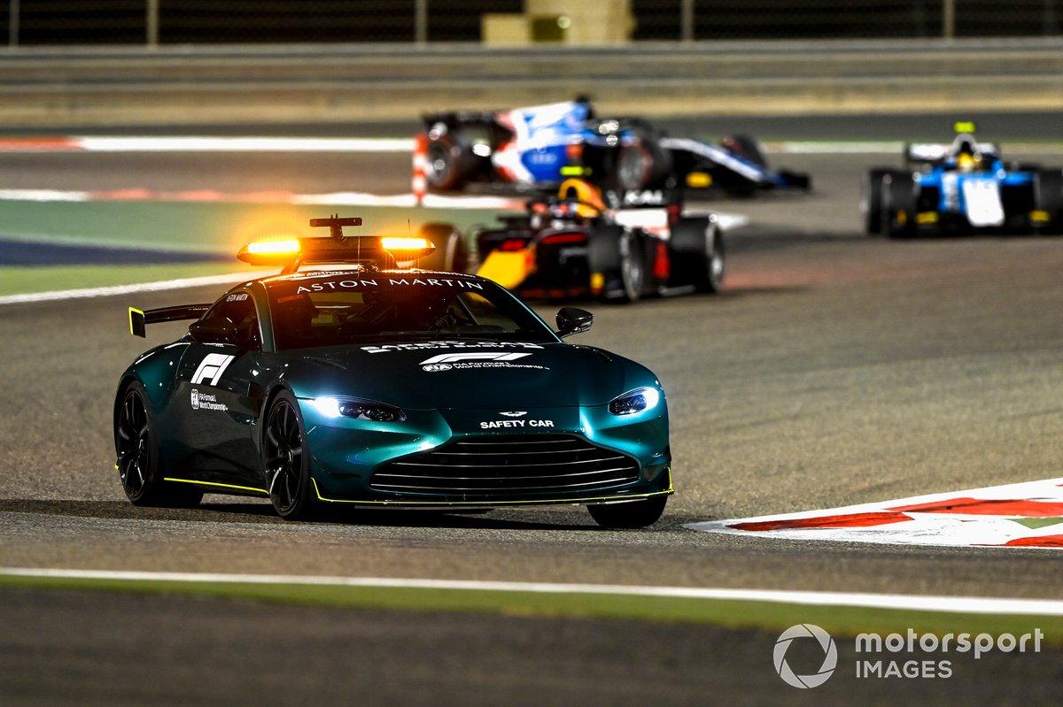 La Safety Car precede Juri Vips, Hitech Grand Prix, e Lirim Zendeli, MP Motorsport