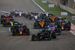Lewis Hamilton, Mercedes F1 W11, Max Verstappen, Red Bull Racing RB16 en Sergio Perez, Racing Point RP20