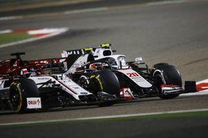Nicholas Latifi, Williams FW43, battles Kevin Magnussen, Haas VF-20 and Kimi Raikkonen, Alfa Romeo Racing C39