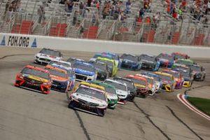 Denny Hamlin, Joe Gibbs Racing, Toyota Camry, Martin Truex Jr., Joe Gibbs Racing, Toyota Camry