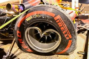 A damaged wheel on Alex Albon's Red Bull Racing RB16