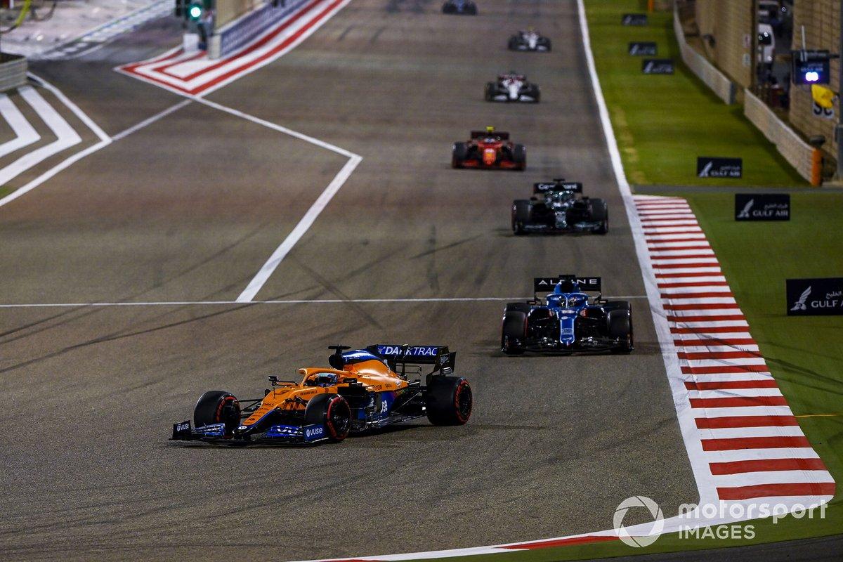 Daniel Ricciardo, McLaren MCL35M, Fernando Alonso, Alpine A521, Lance Stroll, Aston Martin AMR21