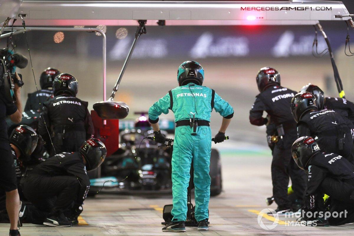 Lewis Hamilton, Mercedes W12 ai box