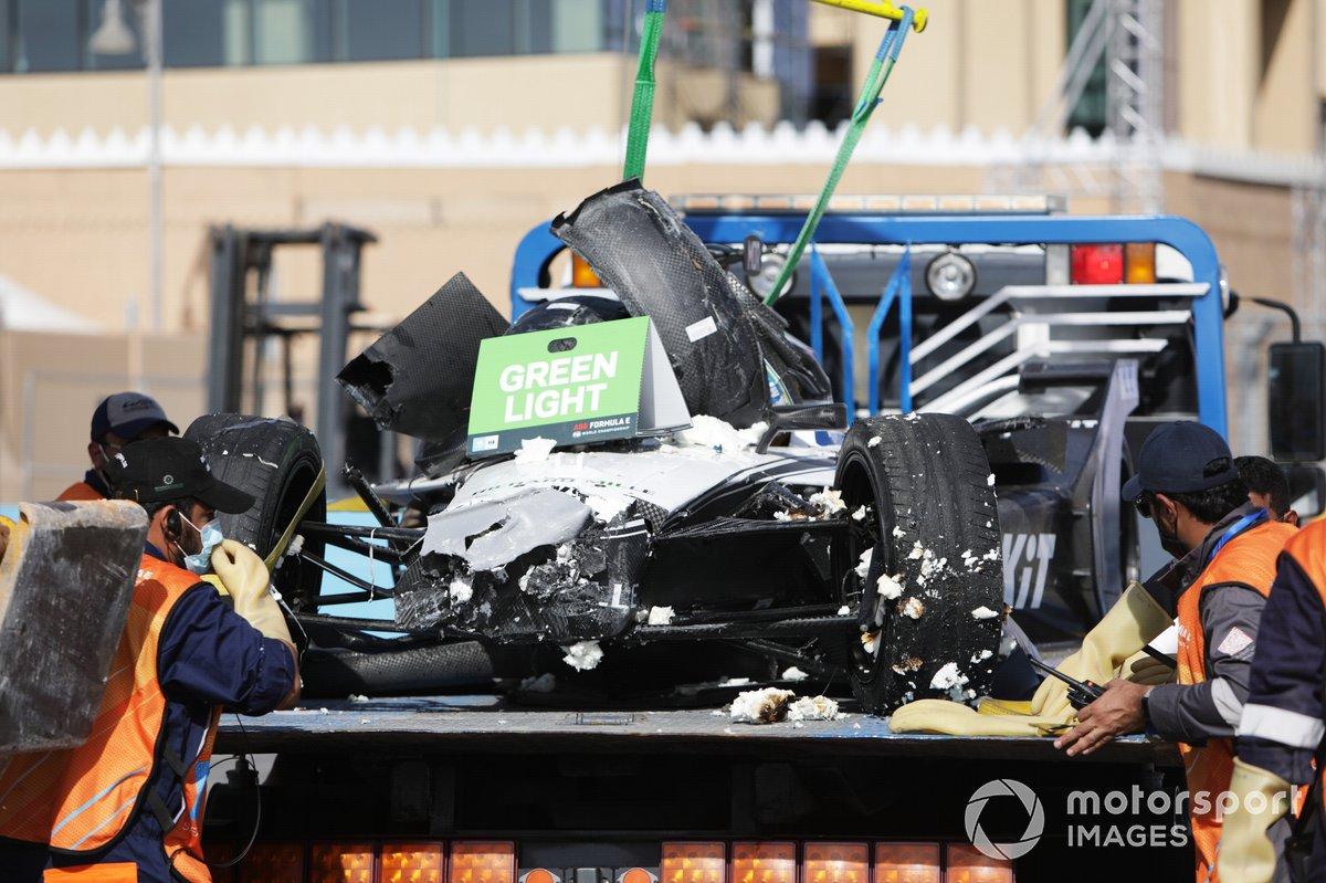 El coche dañado de Edoardo Mortara, Venturi Racing, Silver Arrow 02