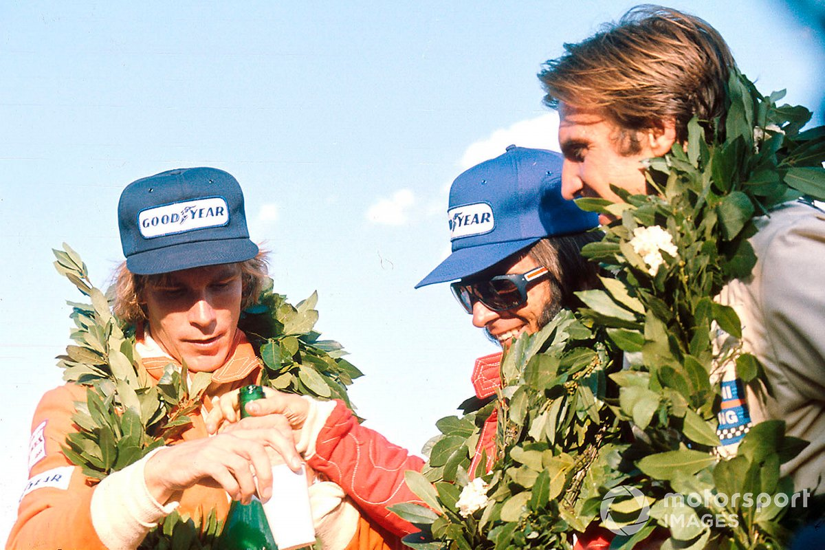 Emerson Fittipaldi, McLaren M23, James Hunt, Hesketh Ford 308, Carlos Reutemann, Brabham BT44B