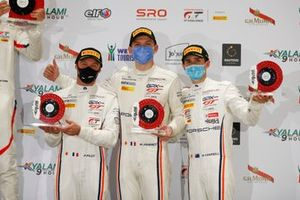Podio: #12 GPX Racing Porsche 911 GT3 R: Matt Campbell, Patrick Pilet, Mathieu Jaminet