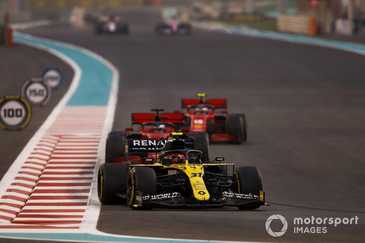Esteban Ocon, Renault F1 Team R.S.20, Sebastian Vettel, Ferrari SF1000, e Charles Leclerc, Ferrari SF1000