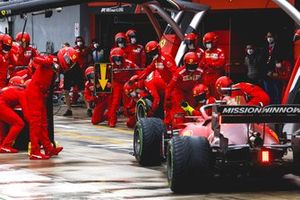 Charles Leclerc, Ferrari SF21 pit stop