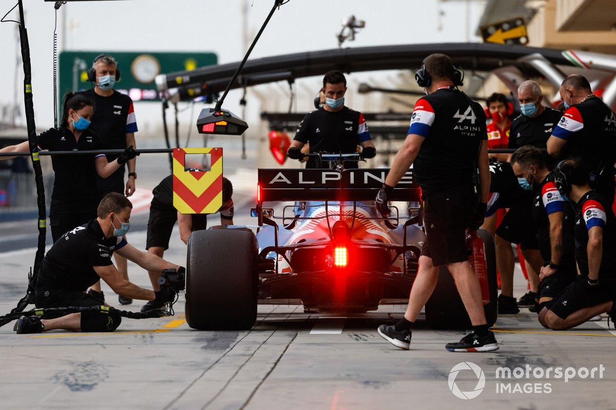 Fernando Alonso, Alpine A521, pitstop