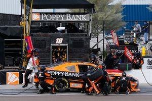 Daniel Hemric, Joe Gibbs Racing, Toyota Supra Poppy Bank pit stop