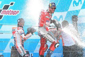 Подиум: победитель Марк Маркес, Repsol Honda Team, второе место – Андреа Довициозо, Ducati Team