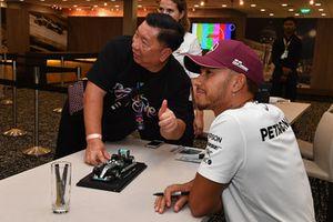 Lewis Hamilton, Mercedes AMG F1 at the fans autograph session