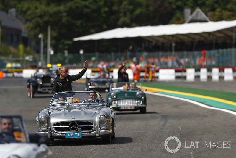 Valtteri Bottas, Mercedes AMG F1, waves from a Mercedes 300SL, on the drivers' parade