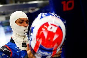 Pierre Gasly, Toro Rosso, indossa il suo casco