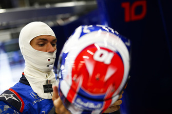 Pierre Gasly, Toro Rosso, puts his helmet on