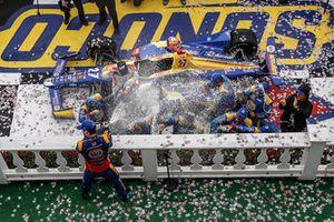 Alexander Rossi, Andretti Autosport Honda, podium, champagne
