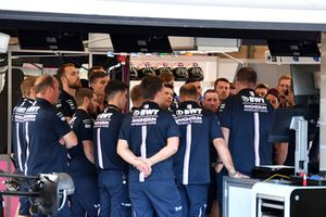 Réunion dans le garage Force India F1