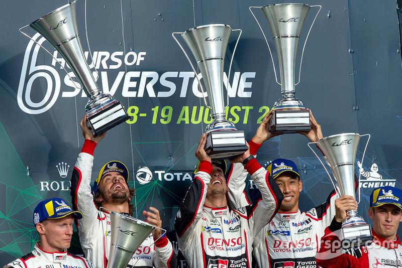 Podio: ganador #8 Toyota Gazoo Racing Toyota TS050: Sebastien Buemi, Kazuki Nakajima, Fernando Alonso