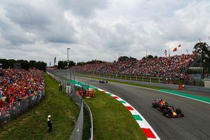 Max Verstappen, Red Bull Racing RB14, Valtteri Bottas, Mercedes AMG F1 W09