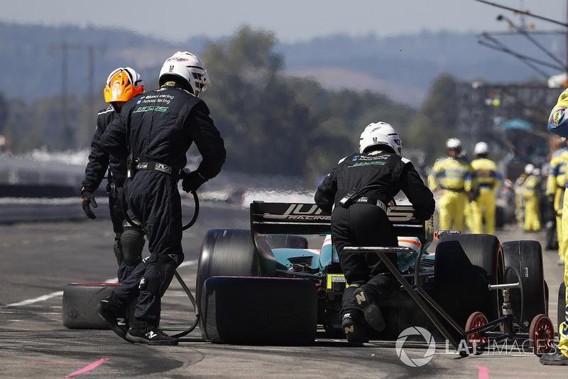Alfonso Celis Jr., Juncos Racing Chevrolet, pit stop