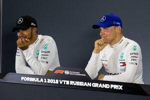 Lewis Hamilton en Valtteri Bottas, Mercedes AMG F1 in de persconferentie