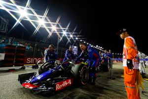 Pierre Gasly, Scuderia Toro Rosso STR13, arrives on the grid