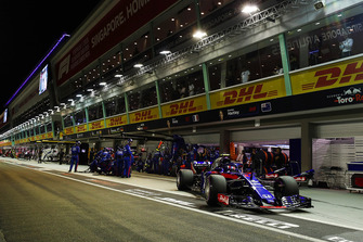 Pierre Gasly, Scuderia Toro Rosso STR13, leaves the pits after a stop