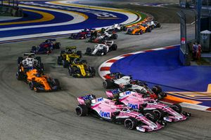 Esteban Ocon, Racing Point Force India VJM11, Sergio Perez, Racing Point Force India VJM11 en Romain Grosjean, Haas F1 Team VF-18