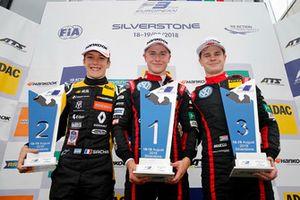 Podium: winnaar Jüri Vips, Motopark Dallara F317 - Volkswagen, tweede Sacha Fenestraz, Carlin Dallara F317 - Volkswagen, derde Jonathan Aberdein, Motopark Dallara F317 - Volkswagen