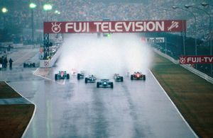 Michael Schumacher, Benetton B194 leads at the start of the very wet race
