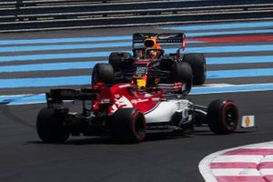 Kimi Raikkonen, Alfa Romeo Racing C38, passes as Max Verstappen, Red Bull Racing RB15, rejoins after a spin