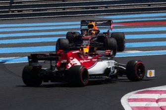 Kimi Raikkonen, Alfa Romeo Racing C38, Max Verstappen, Red Bull Racing RB15