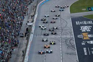 Start zum DXC Technology 600 auf dem Texas Motor Speedway in Fort Worth: Scott Dixon, Chip Ganassi Racing Honda, führt