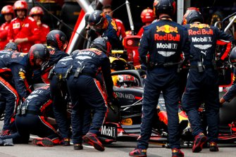 Pierre Gasly, Red Bull Racing RB15, ai box