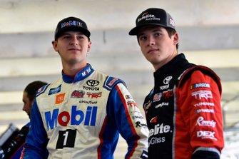 Todd Gilliland, Kyle Busch Motorsports, Toyota Tundra Mobil 1 y Harrison Burton, Kyle Busch Motorsports, Toyota Tundra Safelite AutoGlass