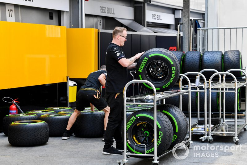 Renault mechanics with Pirelli tyres