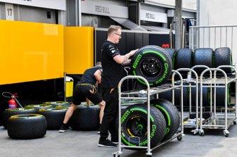 Renault mechanics with Pirelli tyres