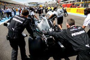 Lewis Hamilton, Mercedes AMG F1 W10, arrive sur la grille