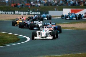 Renn-Action beim GP Frankreich 1999 in Magny-Cours: Rubens Barrichello, Stewart SF3, führt