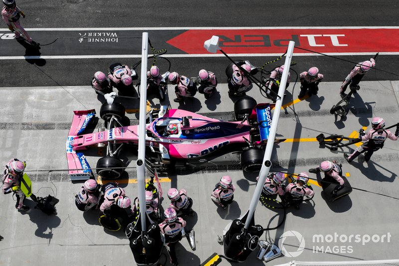 Sergio Perez, Racing Point RP19 au stand