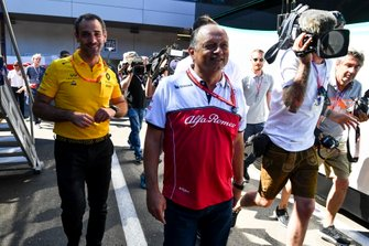Cyril Abiteboul, Managing Director, Renault F1 Team and Frederic Vasseur, Team Principal, Alfa Romeo Racing