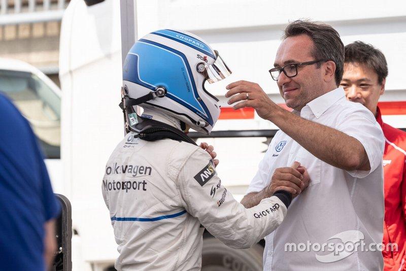Sven Smeets felicita a Romain Dumas