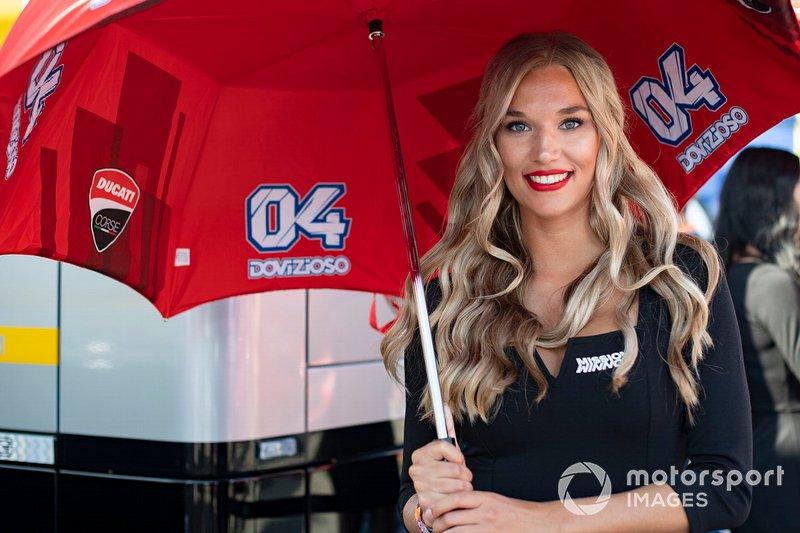 Девушка на этапе MotoGP в Ассене