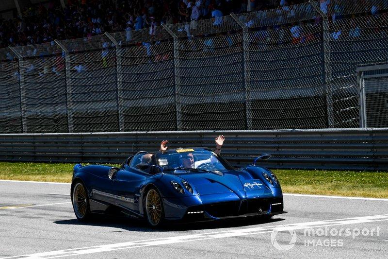 El desfile de F1 Legends Supercar con ex pilotos de F1 y Jos Verstappen