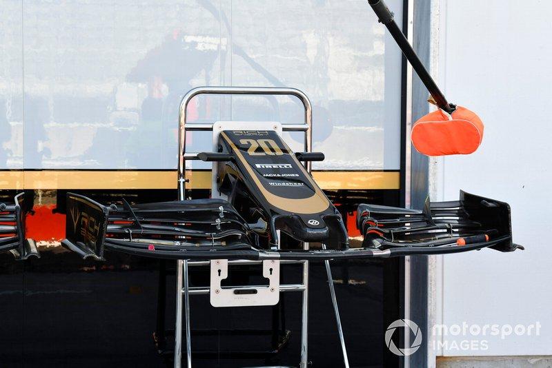 Un aileron avant de la Haas F1 Team VF-19